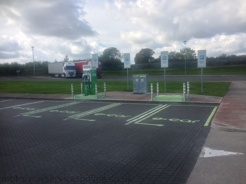 File:Lusk electric vehicle charging points.jpg